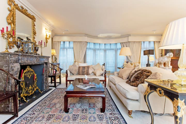 Majestic, 2 bed, Piccadilly Circus, Immaculate