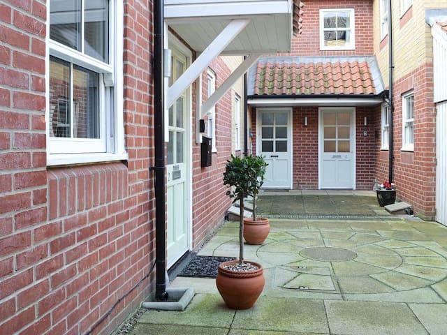 Clarence Mews Cottage (UK13248)