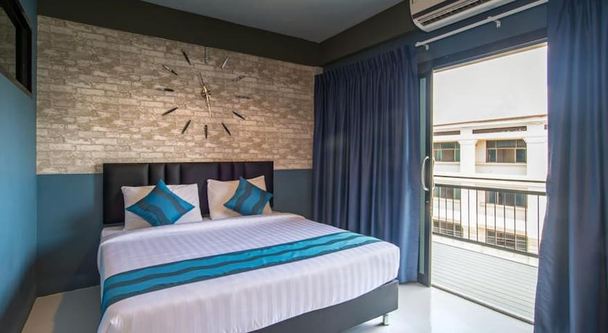 Double Room with Private Bathroom at Amity Poshtel - Tambon Pak Nam - Alberg