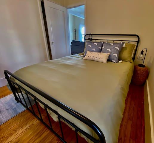 Queen bed, dresser, closet