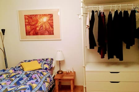 Cozy room with high quality bed in quiet area - Zürich - Lakás