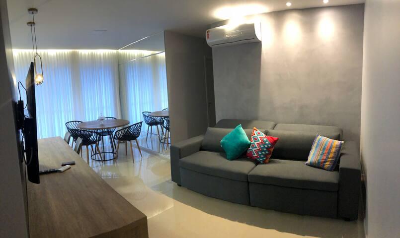 Luxuoso e amplo apartamento em região nobre.