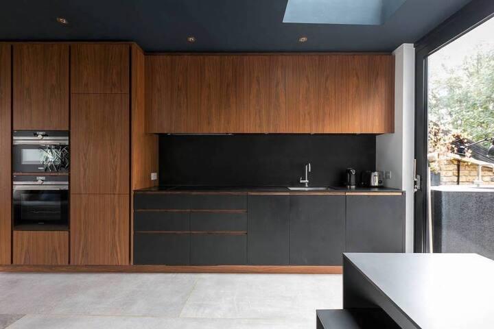 2 Bedroom Luxury Home w/Large Terrace in Angel LDN