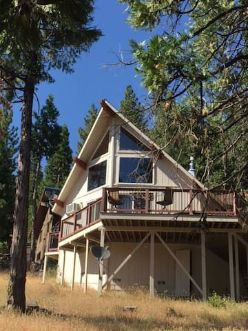 RobinHood Cabin in Stanislaus Forest with views!