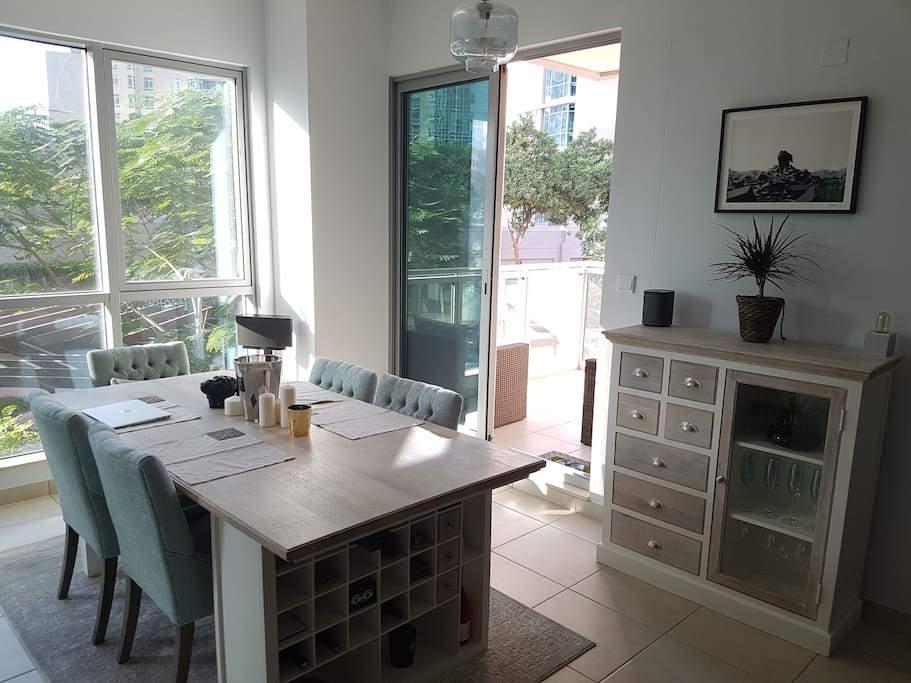 Dining table and access to the balcony