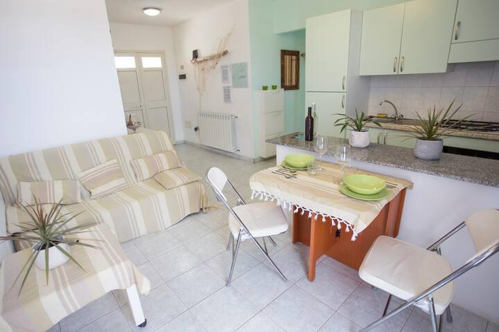 Liebevoll eingerichtetes Apartment, 5 min vom Meer