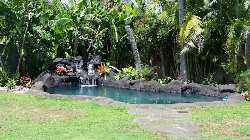 Open Beach House with Waterfall/Lava Swimming Pool - Waimanalo - Casa