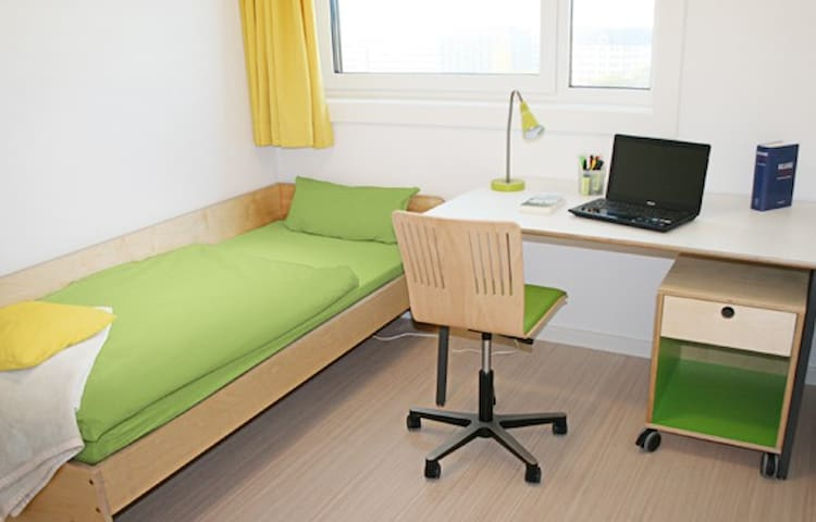 Cheap room in the center of Hamburg