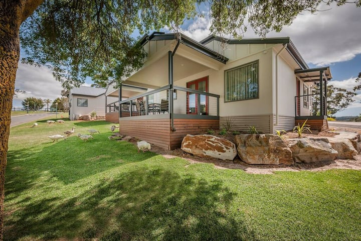 Lakeview Family Cottage – 3 bedroom