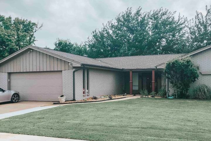 Spacious & Charming Home Located in Northwest OKC