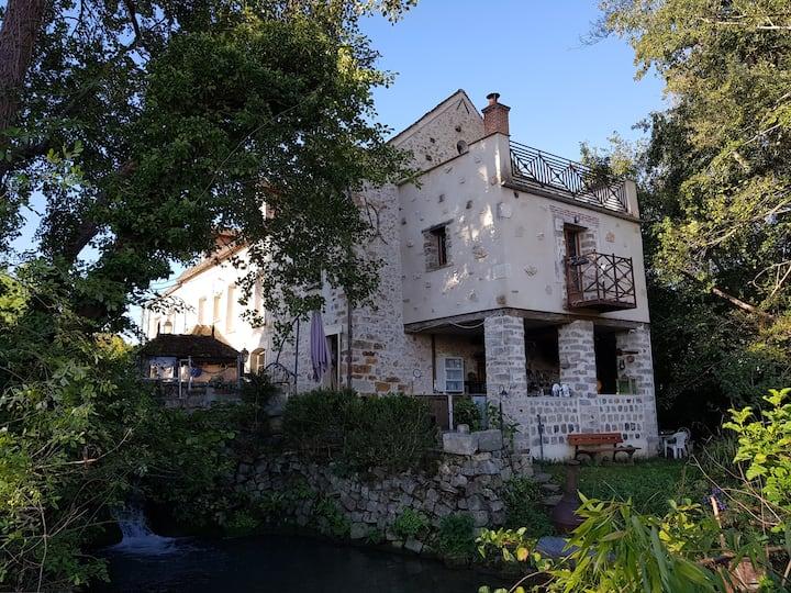 Appartement avec terrasse dans un moulin à eau