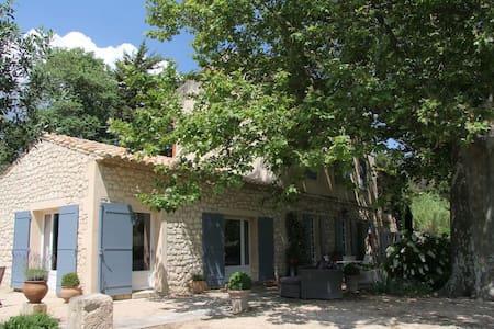 Mas Provençal à deux pas des baux - Paradou