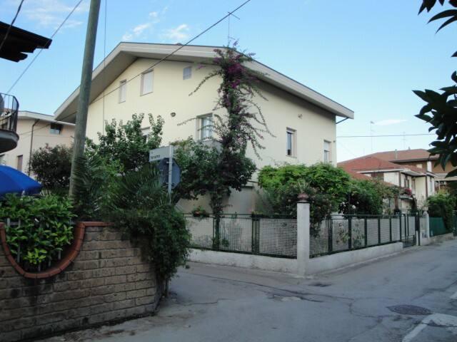Appartamento in casa singola vicino al mare - Montesilvano - Huis