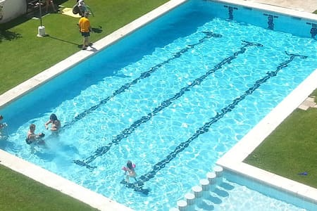 Apartamento con gran piscina y playa - Roda de Berà - Daire