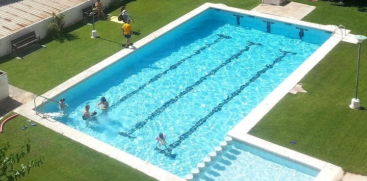 Apartamento para familias, gran piscina y playa