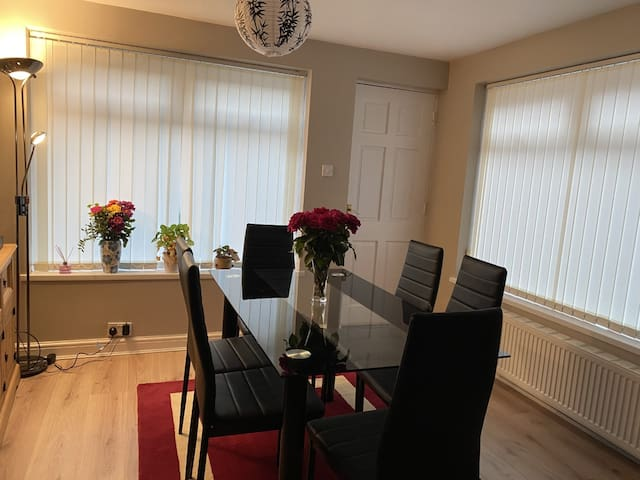 Cosy Double Bedroom in Chapel Allerton, Leeds