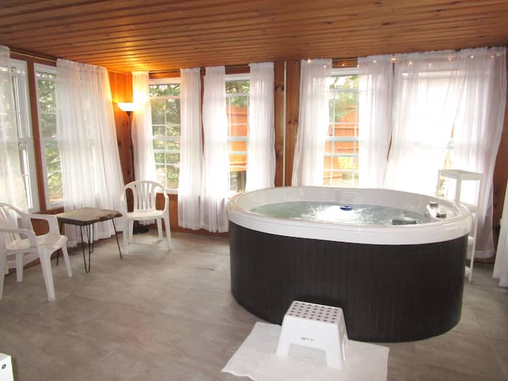 Lake House with Indoor Spa, 1 hour from Manhattan