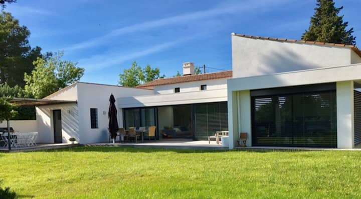 Modern house with swimming Pool (La Buissonne)