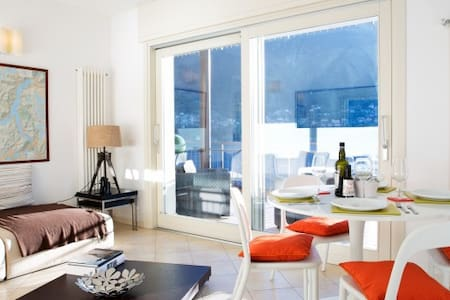 Laglio lake view apartment with garden and pool. - Laglio - 公寓