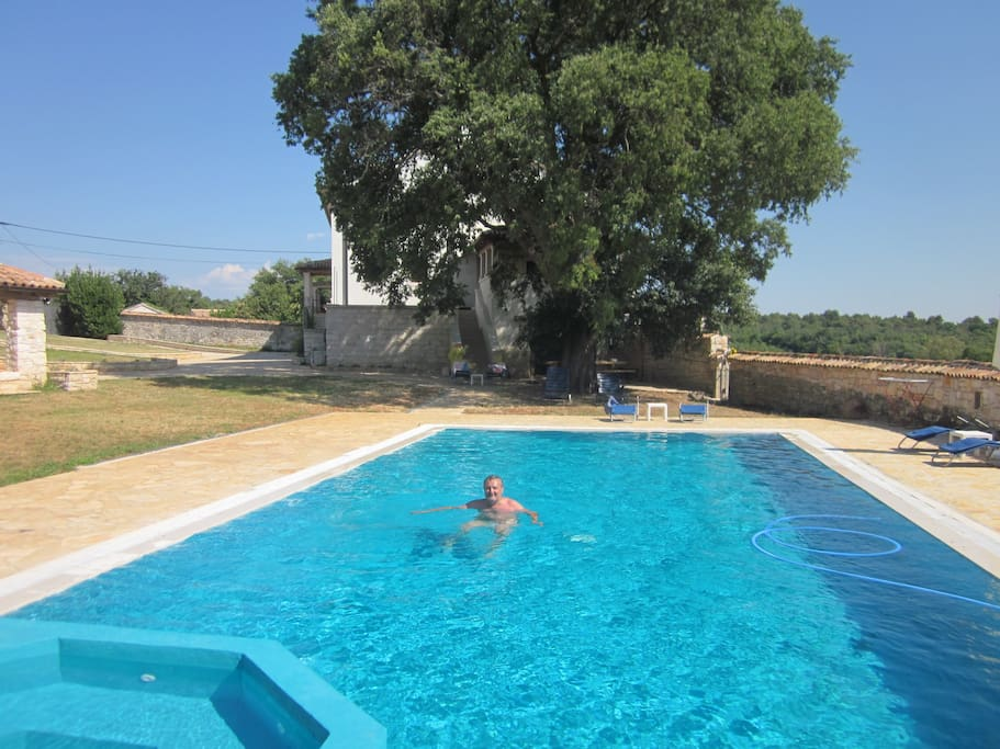 Large swimming pool (14m x 6m) with whirpool