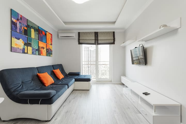 Bright apartment by the sea on French Boulevard