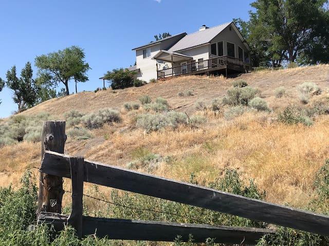 "Hideaway Lodge on the Snke River ""Honeymoon Cabin"""