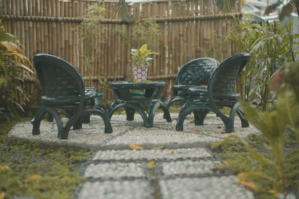 This recycle furniture set in the front garden is a perfect spot to embrace the day