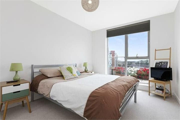 Double Bedroom close to Tower Bridge