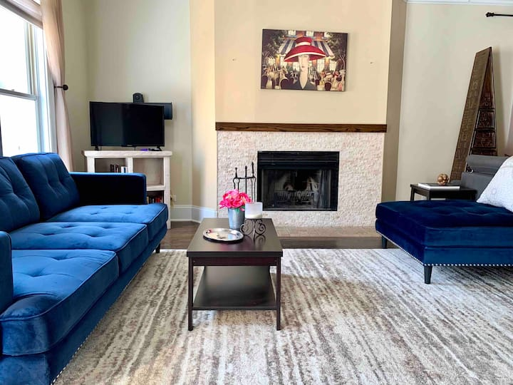 Huge 5 BR Home * Private Yard * Parking * Downtown