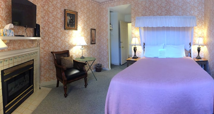 Mrs. B's Historic Lanesboro Inn - Room 2