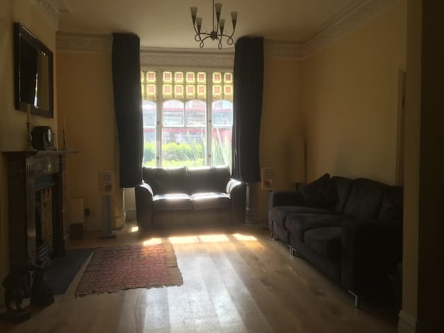 Large room with double bed close to central London