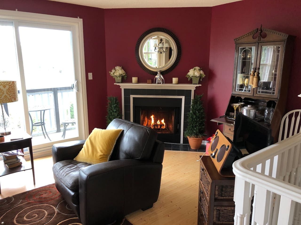 Charming and spacious lakefront townhome in scenic Huntsville (Lake Peninsula).  Across the street from Hidden Valley Skiing and walk to Deerhurst Resort.  Enjoy the amenities of Hidden Valley Resort, located on the same property.