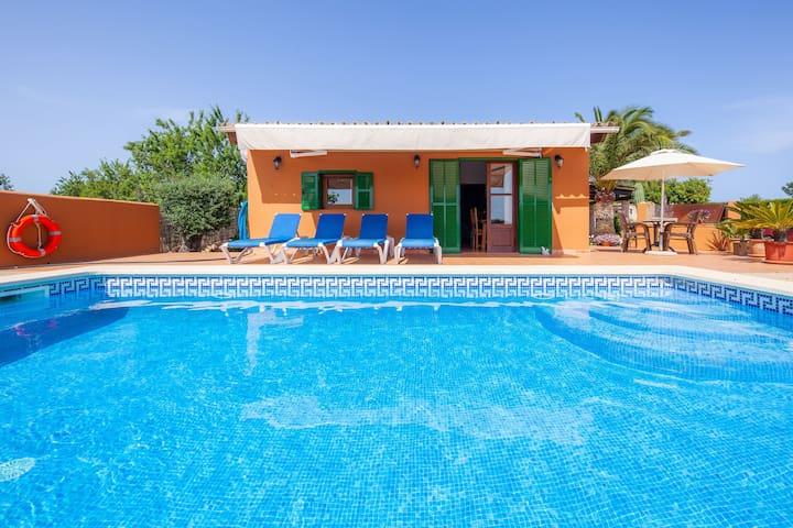 Con piscina en una ubicación tranquila - Finca Ses Salines