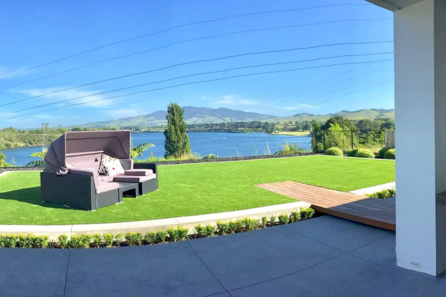 Lake View lawn and daybed