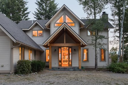 High Rock Mountain House-VIEWS & 20 private acres