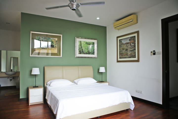 Suria - Main bedroom with king size bed
