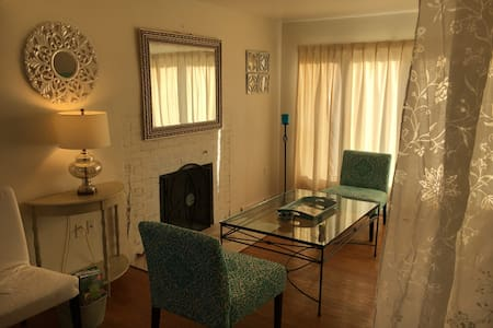 Stay at center of it all, BWI Balt/DC JHU easy! - Linthicum Heights - Huis