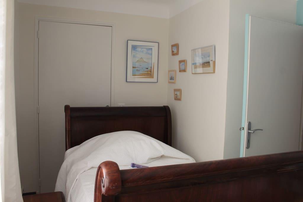 Un lit une place