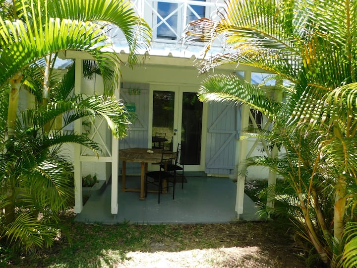 Jas&Val - Chambre Cocotier (Aircon +100m to beach)