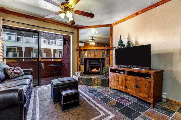 Ski-in/ski-out from this cozy studio w/ shared hot tub & pool