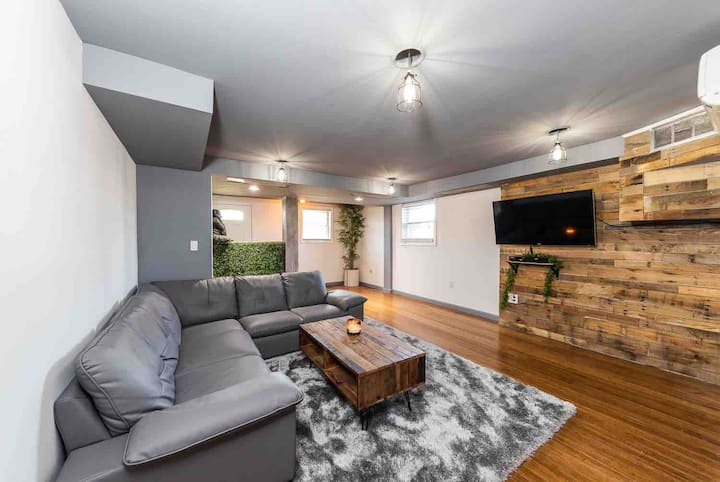 NEW! 1BR CLEAN Apartment Steps from Beach 1400sf!