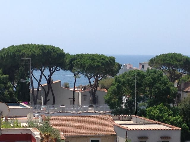 LOVELY APARTMENT. SEA VIEW, 35 MIN FROM ROME INT 9