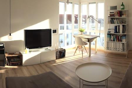 Helle 2- Zimmer Wohnung mit Wohlfühlatmosphäre - Augsburg