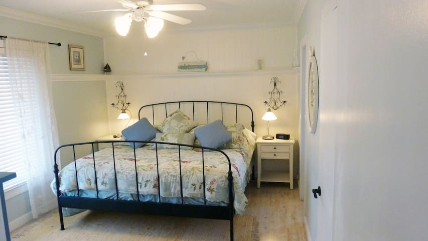 French Country - 1 bedroom