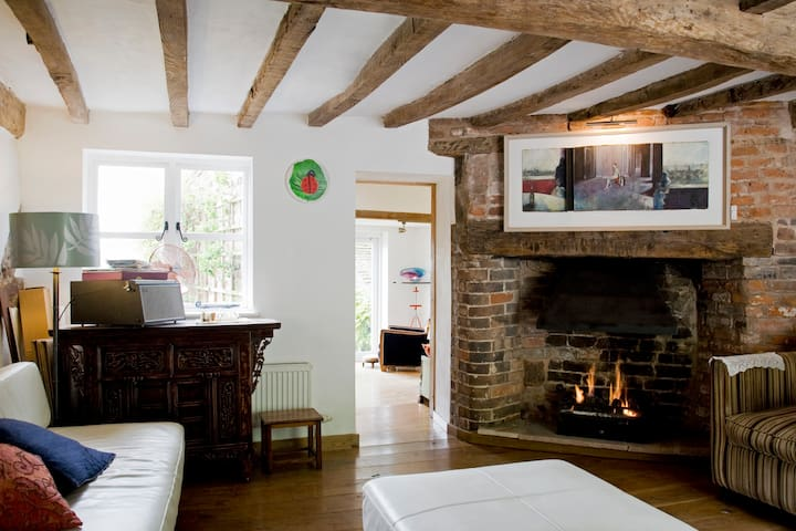 Tudor Arthouse-B&B and Holiday Home - Bridgnorth