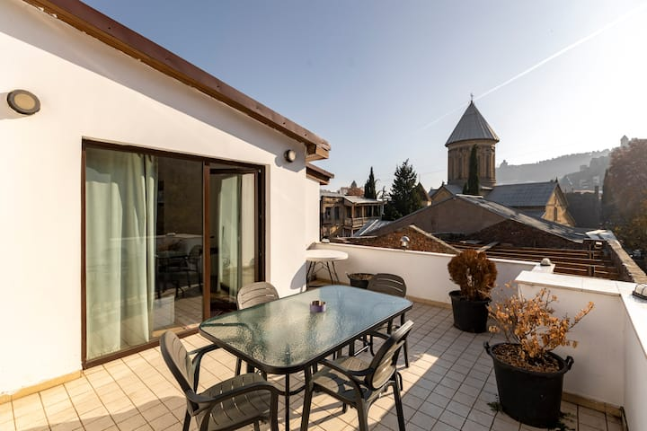 ❀Duplex 2BR apt. W/ Sunny, furnished terrace near Sioni Church ❀