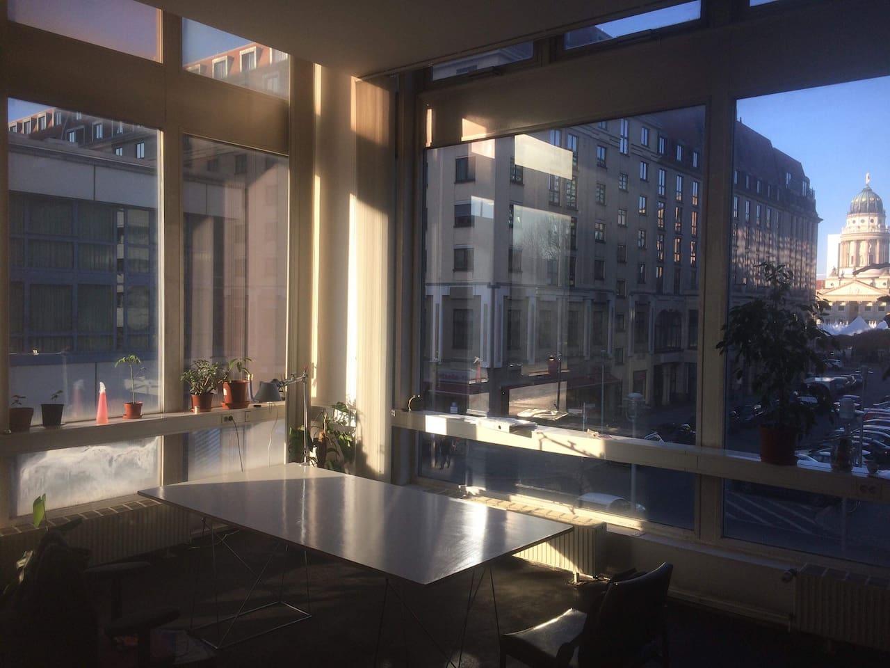 Livingroom/Office/workspace