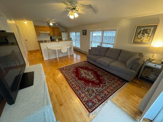 Private 1BD/1BA Apartment- Large Jacuzzi Tub