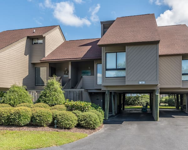 Beautiful unit in the Heron Marsh community in Litchfield by the Sea