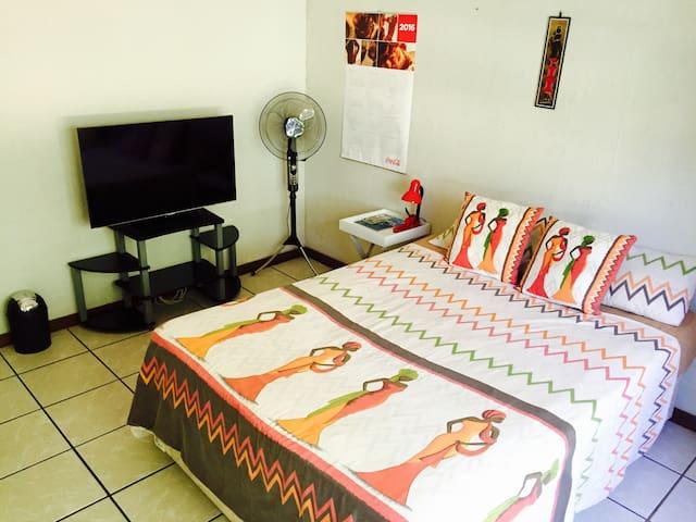 Room near Kruger Park. - White River - Apartment